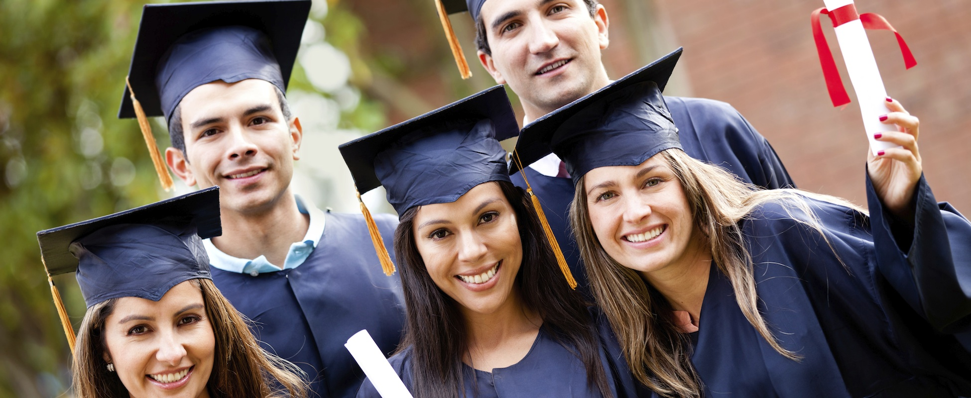 100 Scholarships for Students with International ...
