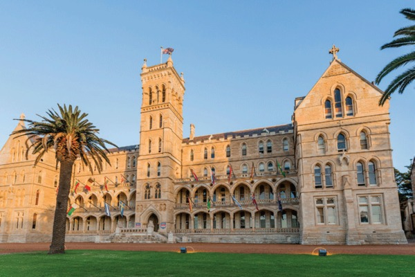 International College of Management, Sydney, Australia, Scholarship